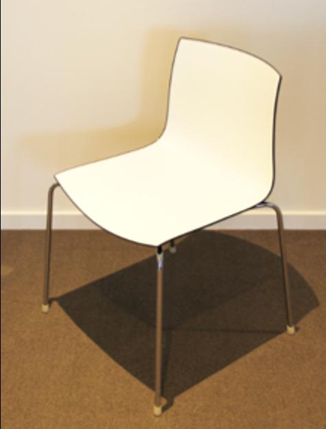 Image de 2ème chance - Chaise de réunion/cafétéria en noir et blanc