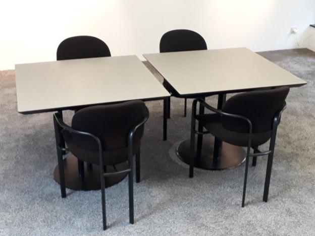Image de 2ème chance - Table avec socle central